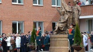 В Екатеринбурге открыли памятник военным медикам
