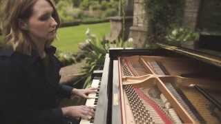 'This is Love' by Lilla Vargen - Burberry Acoustic