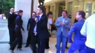 Дмитрий Медведев и Мартиросян танцуют...