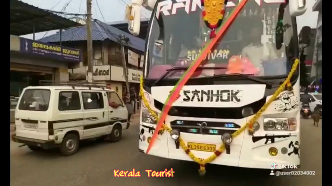 Mass Entry Of Kerala Tourist Bus - RANEAL  Travels