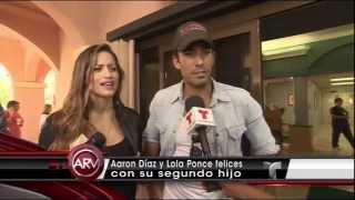 """Orgullosos y felices: Lola Ponce y Aarón Díaz saliendo del hospital de Miami con """"Regina"""""""
