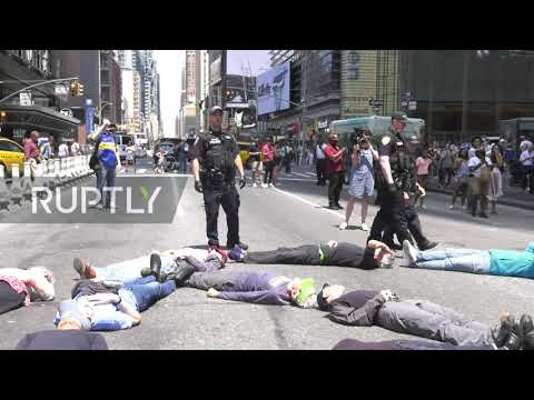 USA: 70 climate activists arrested in protest at New York Times HQ