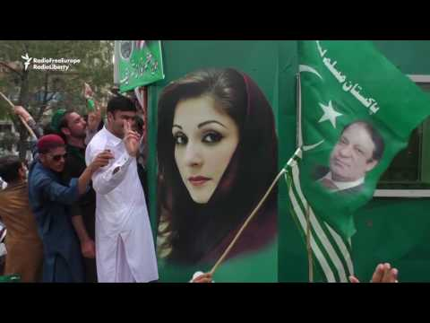 Ex-PM Sharif Departs Islamabad With Rousing Sendoff