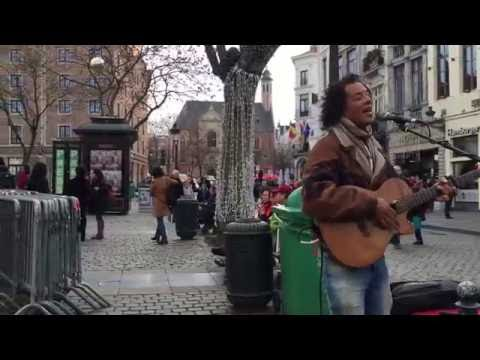 "Israel ""Ukulele"" IZ, Somewhere over the Rainbow (Cover) - Busking in the streets of Brussels"