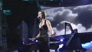 Скачать Martina McBride Concrete Angel LIVE