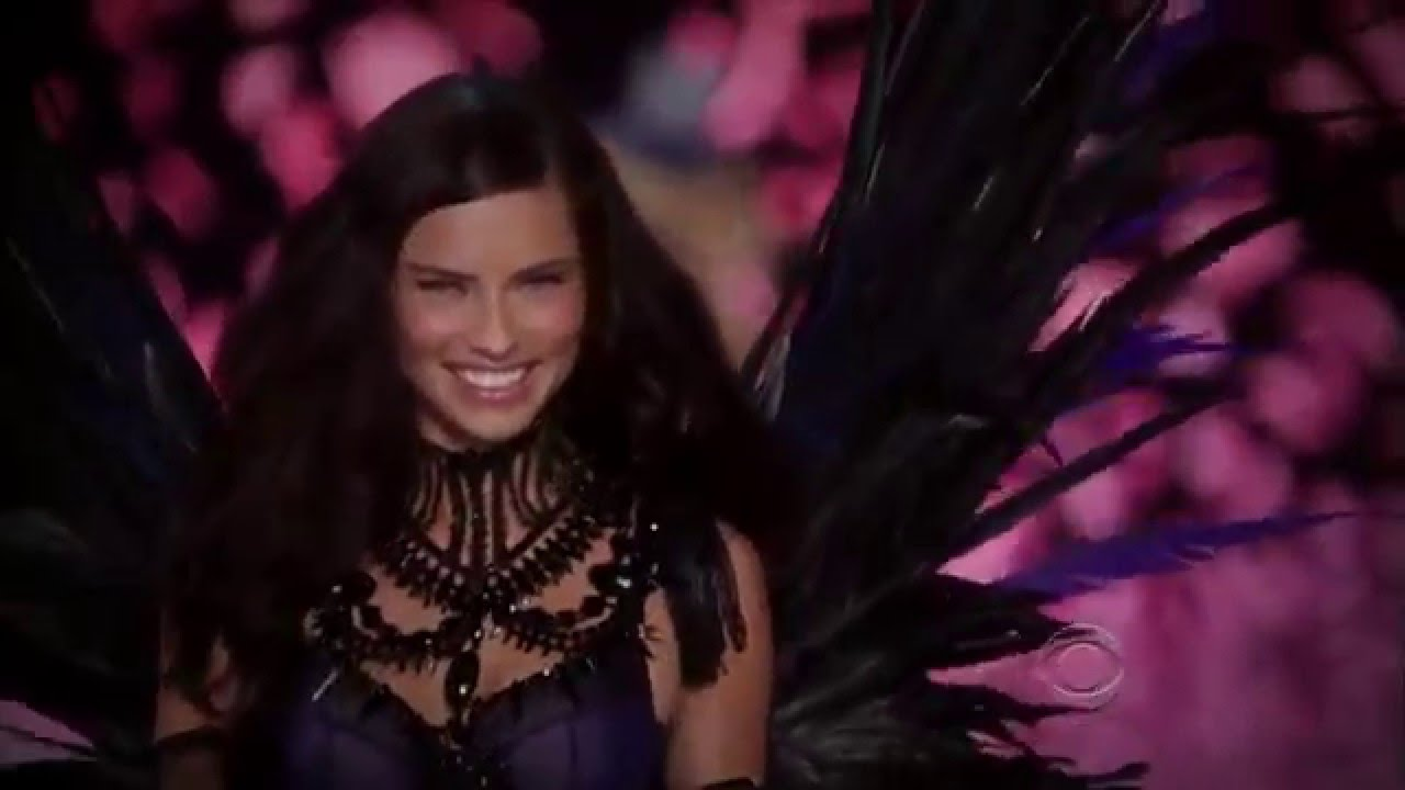 f39901457d www.enveeus.com   Victoria s Secret Fashion Show 2011 Part 3 5 (Maroon 5) -  YouTube