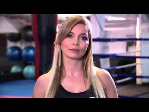 Regina Halmich kämpft gegen Stopfmast und Daunen aus Lebendrupf / Boxlegende produziert VIER PFOTEN-Spot