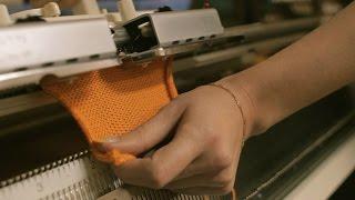Смотреть видео Курсы машинного вязания на вязальной машине Silver Reed