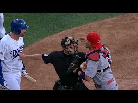 STL@LAD Gm1: Tempers flare before Dodgers score