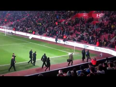 """Arsenal fans sing """"There's only one Keown"""" to Martin Keown before Southampton 0-5 Arsenal"""