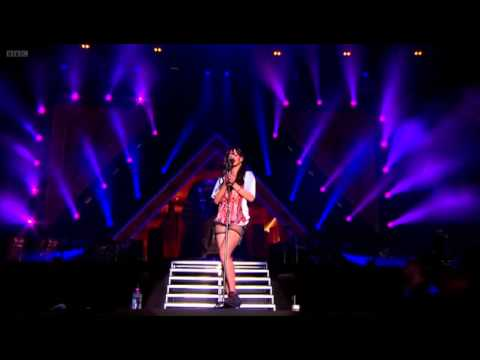 Rihanna Live At Hackney Weekend 2012 HD.flv