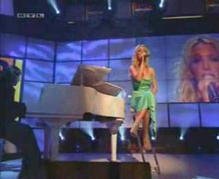 Britney Spears - I'm Not a Girl, Not Yet a Woman (@ TOTP)
