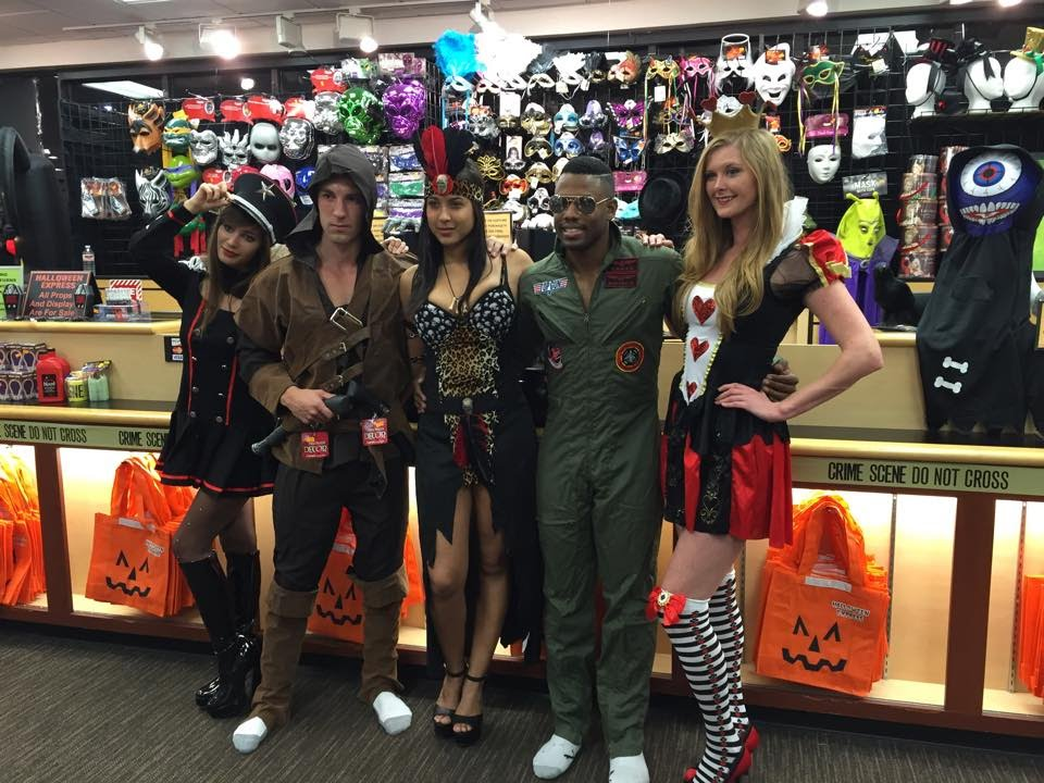Halloween Express 2014 Exclusive Preview - YouTube
