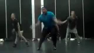 Видео прикол   Танец Толстяк. Урод, худеть надо, а не