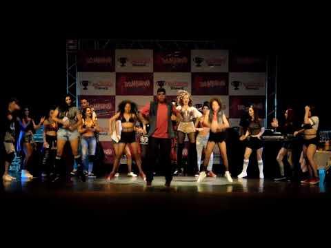 R. Kelly - Burn It Up Ft. Wysin Yandell - Apresentação No Teatro Municipal De Campina Grande - PB