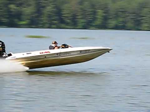 Allison Boat 100mph In Shallow Water Youtube