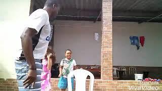 Dança das cadeiras com as crianças