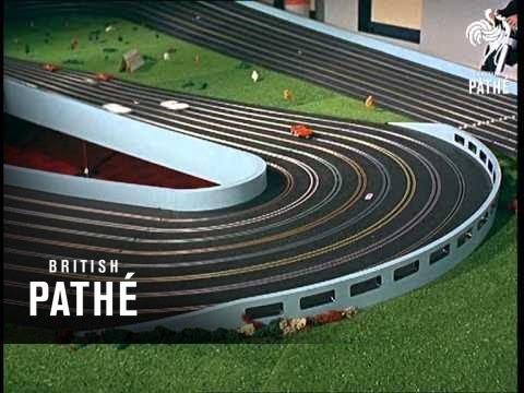 Miniature grand prix 1966 youtube for Maquette stand