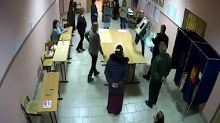 Смотреть видео УИК № 6, Санкт-Петербург. Подсчет голосов 18 марта 2018 года онлайн