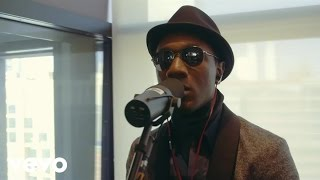 Скачать Aloe Blacc Wake Me Up Live VEVO LIFT