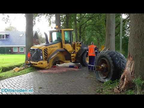 Shovel botst tegen boom Watermolendijk Eelde