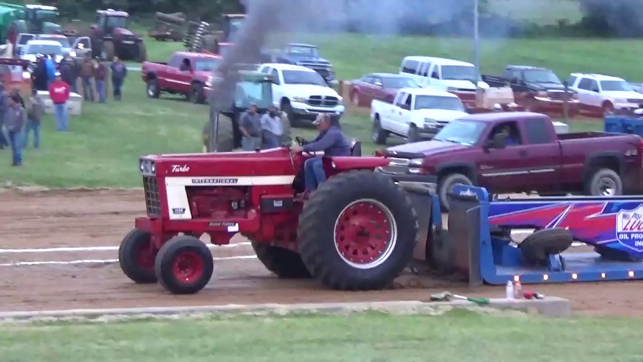 International 1466 Pulling Tractor : International tractor pull at beast of the east youtube