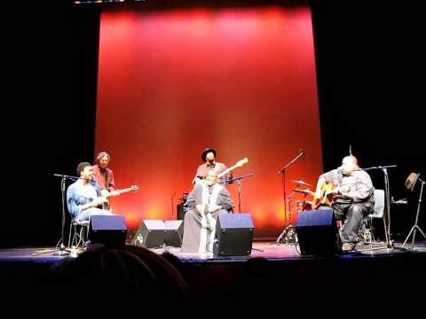 Come By Here - Bernice Johnson Reagon with Lizz Wright and Toshi Reagon