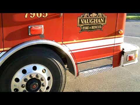 Канадская пожарная машина.