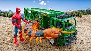A centipede gigante ataca os carros do assalto ao homem B381V - Brinquedos para crianças