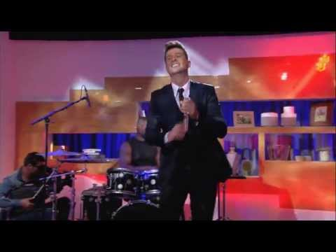 "Live Exclu - Robin Thicke ""morning sun"" - C à Vous - 08/09/2015"