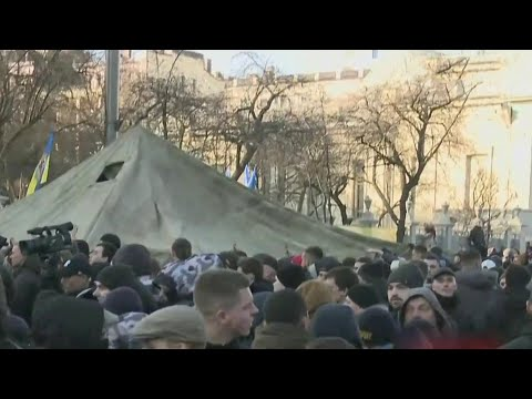 В Киеве во время акции протеста у здания Верховной Рады произошли стычки с полицией.
