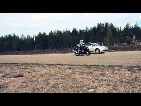Braking distance a car vs. motorcycle 80 km/h