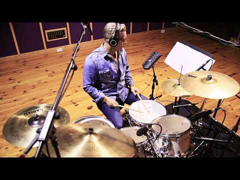 Jay Oglesby drum cover of Ongyilkos Vasarnap by Venetian Snares. mp3
