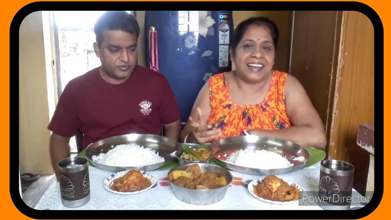 Eating show with Bhaat..Mixed veg..Kachakolar kopta curry..Egg Dopiyanja