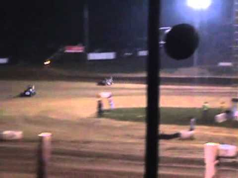 Kyle Larson battles Bryan Clauson - Main Event Lincoln Park Speedway
