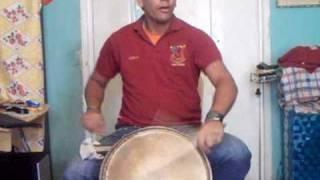 ivan tocando tambora y charrak q viva la gaita zuliana ......