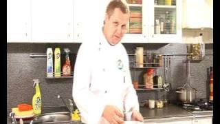 Салат из свежего лосося и брокколи - видеорецепт