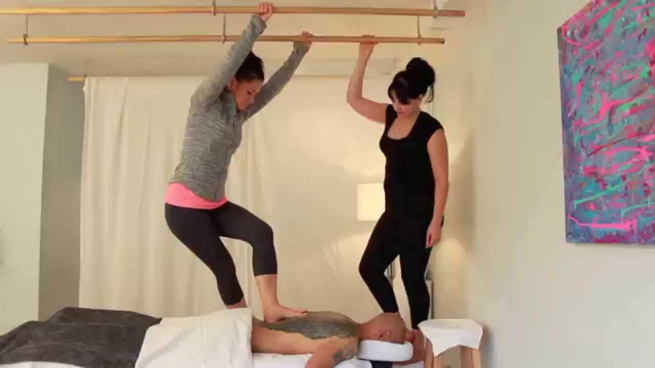 Ashiatsu Barefoot Massage Therapy træning i Canada - Youtube-6301