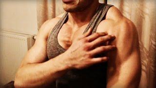 Как накачать плечи в домашних условиях! Отжимания!(Программа тренировок