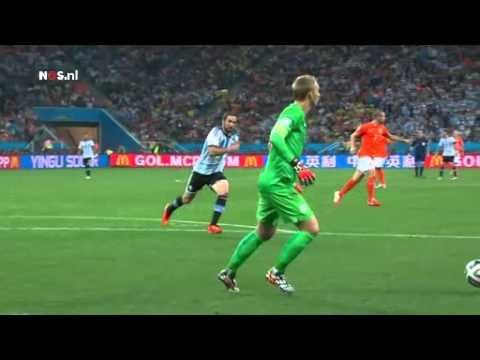NED-ARG: Cillessen fopt Higuaín   WK Voetbal 2014