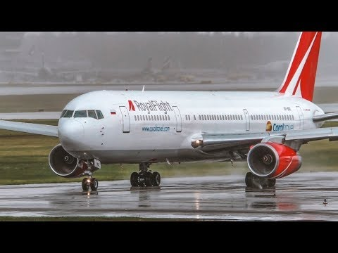 Ливневый дождь в Шереметьево. Боинг 777-300  России уходит на 2-ой круг. Посадки и взлеты самолетов.