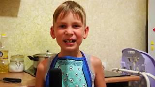 Учусь готовить , делаю уроки , сестрёнка подрастает