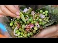 Indian Street Food in Varanasi - Fried Mutter (Green Peas in a Leaf Bowl!)
