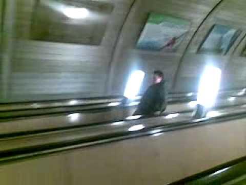 2012.04.8 Падение на эскалаторах м. Петровско-разумовская
