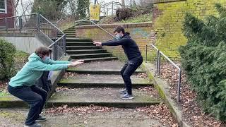 Kniebeugen Skulpturengarten Abteiberg - Muskelkater Rundweg
