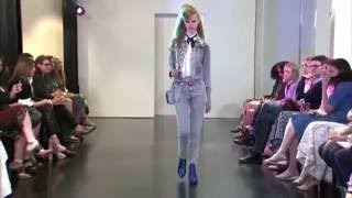 models estella boersma and kiki willems fall down at marc jacobs resort 2017 fashion show