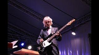 Дирижёр омского оркестра сыграл Deep Puple на бас-гитаре