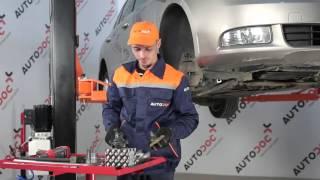 Kuinka vaihtaa pallonivel SKODA SUPERB 2 -merkkiseen autoon OHJEVIDEO | AUTODOC