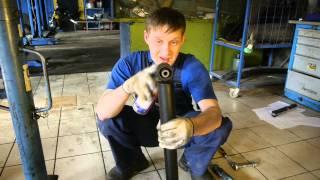 видео Замена амортизаторов Nissan (Ниссан)