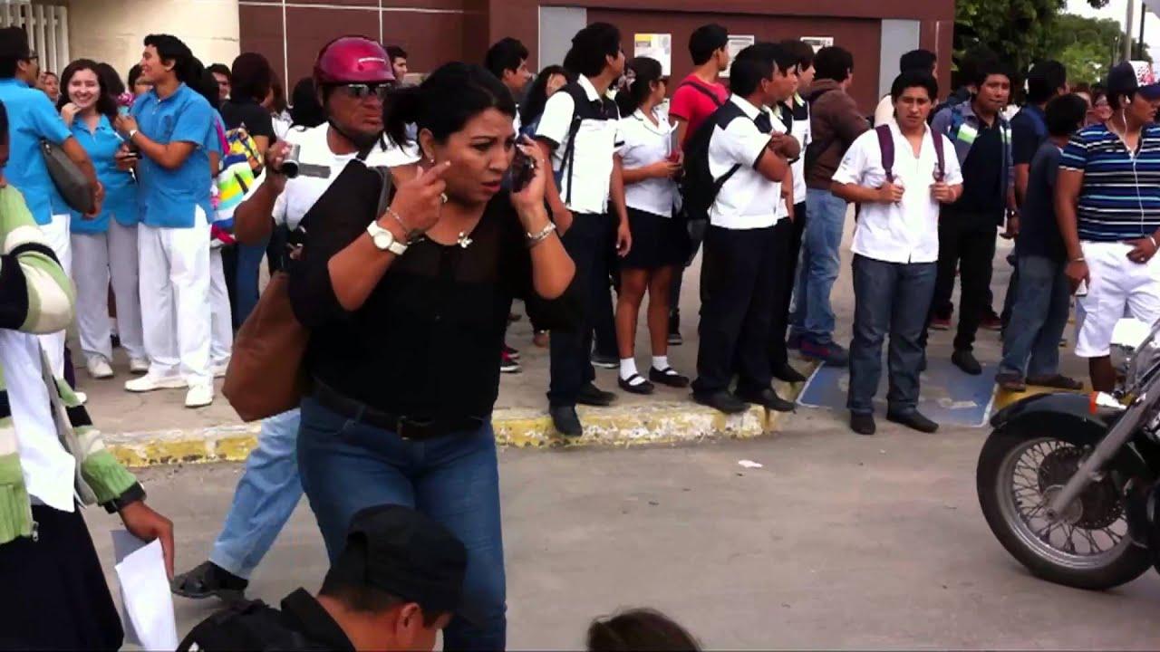 Por culpa del celular atropellan a universitaria venia for Busqueda de telefonos por calles